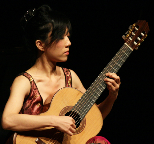 Chinese classical guitarist Xuefei Yang performing the Concierto de Aranjuez by Joaquín Rodrigo on June 7, 2008. (Photo provided by www.alterna2.com)