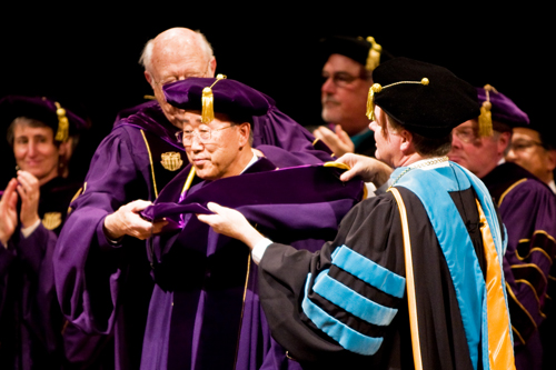 U.N. Secretary-General Ban Ki-moon (middle) receives an honorary degree from the University of Washington (UW). The degree is presented by UW President Mark Emmert (right) and UW Regent William H. Gates Sr.