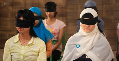 http://nwasianweekly.com/wp-content/uploads/2012/31_23/siff_blindfold.jpg
