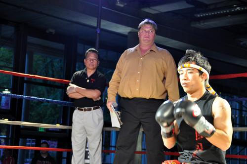 http://nwasianweekly.com/wp-content/uploads/2012/31_23/sports_muay3.jpg