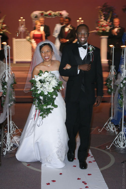 http://nwasianweekly.com/wp-content/uploads/2013/32_34/wedding_interracial1.jpg
