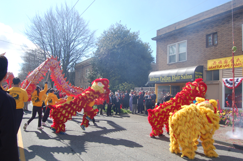 http://nwasianweekly.com/wp-content/uploads/2014/33_16/front_liondance.JPG