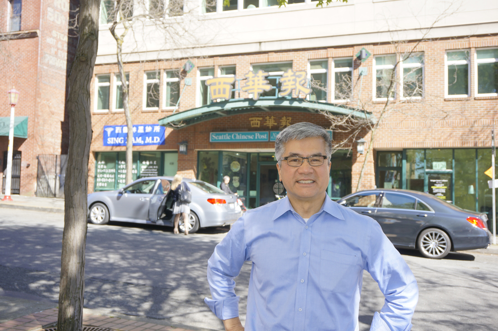 Gary Locke at Northwest Asian Weekly and Seattle Chinese Post office on Thursday, March 31. (Photo by George Liu/NWAW)