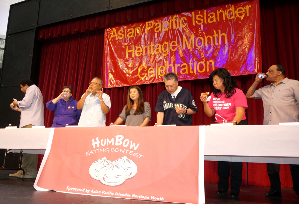 Contestants chow down in the Hum Bow Eating Contest. Siemny Kim (fourth from right) won. (Photo by Assunta Ng/NWAW)