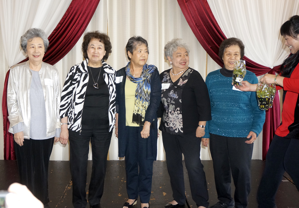 President Linda Lee hands out jade plants to former presidents and current charter members. From left: Karen Wong, Vi Mar, Deanna Chinn, Helen Kay and Neta Ding. (Photo by Assunta Ng/NWAW)