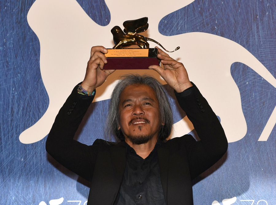"Lav Diaz holds the Golden Lion award for his movie "" Ang Babaeng Humayo "" on Sept. 10. (M. Angeles Salvador/ANSA via AP)"