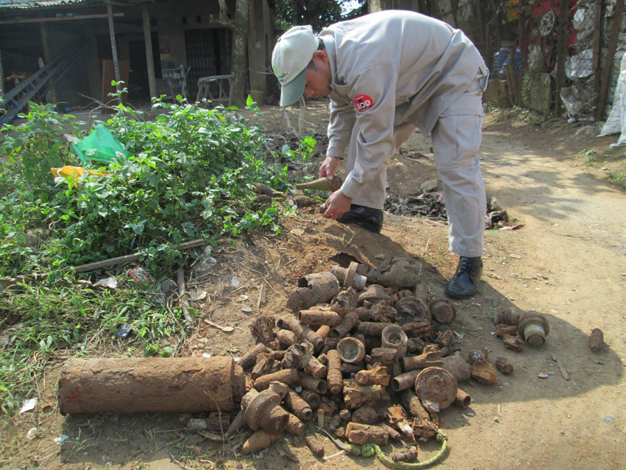 Many lingering different remnants of war, from January 2013 (Photo from PeaceTrees Vietnam)