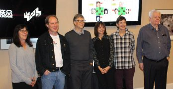 Bill Gates plays in global online tournament