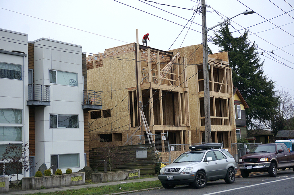 Townhouses under construction across from Beacon Hill International School. (Photo by George Liu/NWAW)