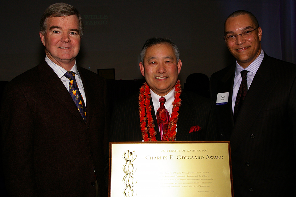 From left: Former UW President Mark Emmert, Al, and Paul Ellis. Al received his Charles E. Odegaard Award. (Photo by George Liu/NWAW)