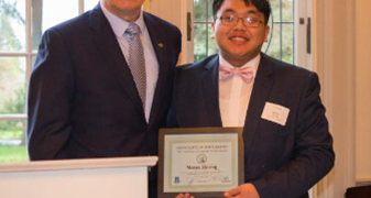 Quiet Washington teen finds confidence, award from governor